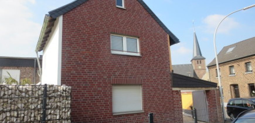 Modernisierter EFH-Altbau mit Anbau plus sep. Appartement in 41517 Grevenbroich